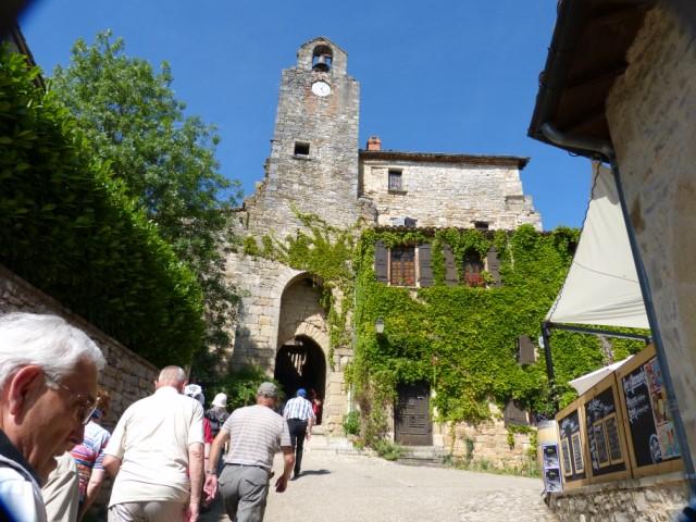 Entrée dans la ville de Bruniquel et son clocher