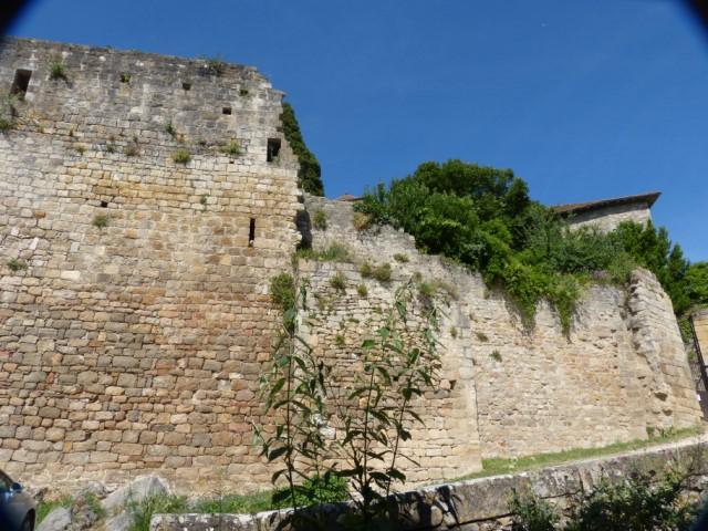 Les remparts des châteaux de Bruniquel