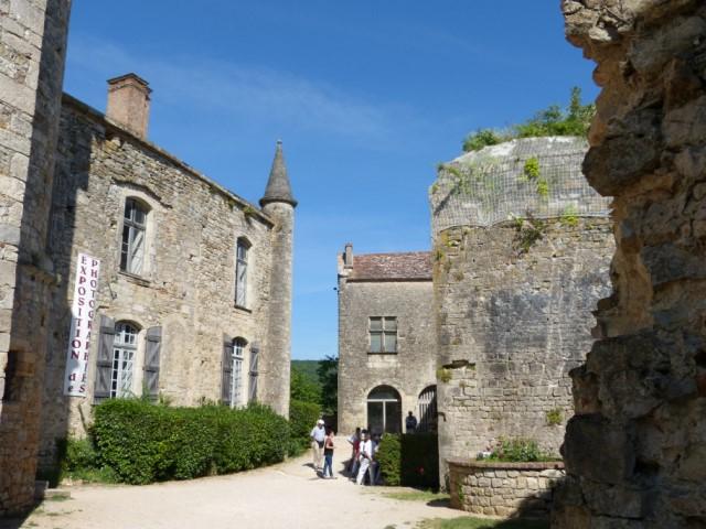 Les châteaux de Bruniquel: A gauche château vieux, au fond château neuf de Bruniquel